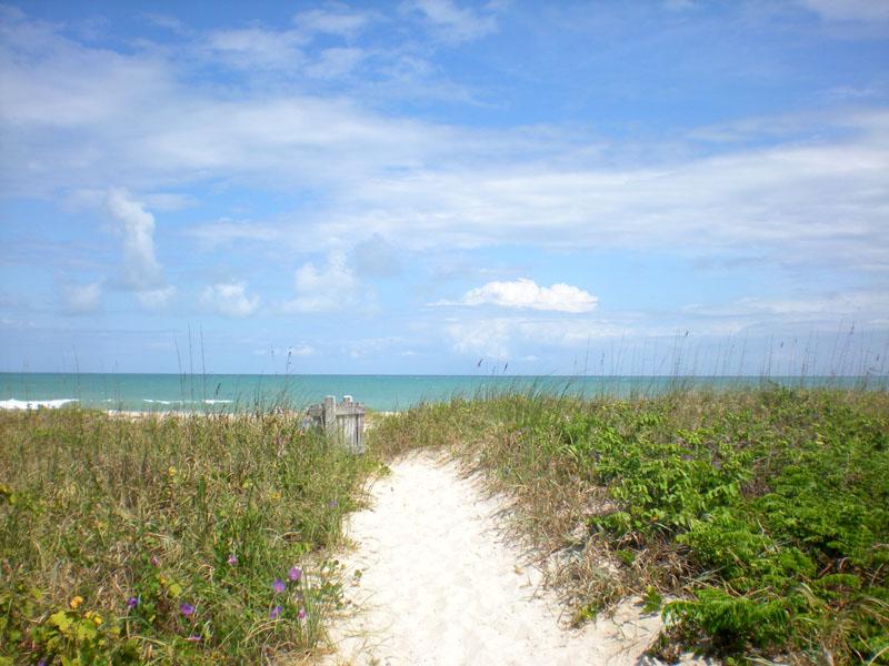 Beach Access in Castaway Cove of Vero Beach